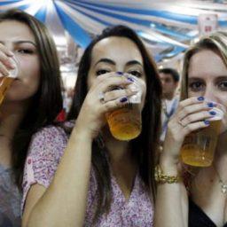Consumo de álcool aumenta risco de câncer de mama, alerta especialista