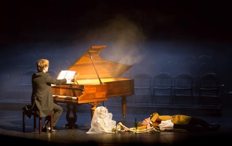 Orlando Bass (piano) et Frédéric Le Sacripan (dans le rôle d'Hector Berlioz). Berlioz Le Fantastique. Le Palais Royal. 13 mars 2019.