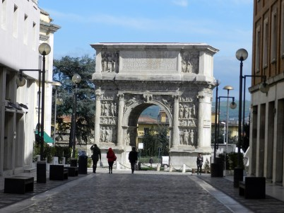 Arco di Traiano 8