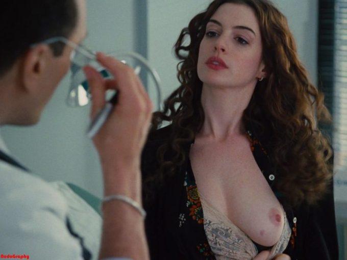映画で見せた超大物女優アン・ハサウェイ(Anne Hathaway)の綺麗なぽっち。