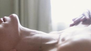 ナオミ・ワッツ(Naomi Watts)の「21 Grams」で脱いでるところ。