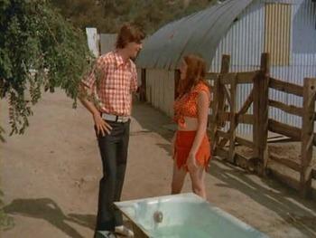 B級おバカ映画で脱いでいるテリー・ギブソン(Terry Gibson)。