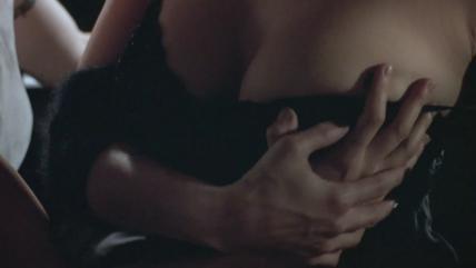 女優ジーナ・ガーション(Gina Gershon)がハードなレズシーンに挑戦した!