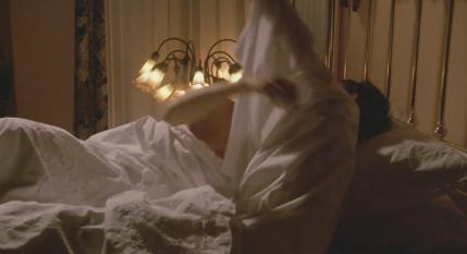 ジーナ・ガーション(Gina Gershon)が映画でおっぱい丸出しになりました。