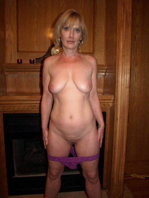 豊満なナイスボディを持った外人熟女のエロ画像をご覧下さい。