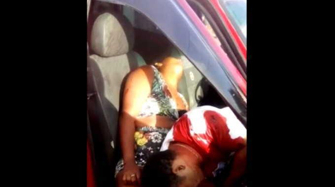 【閲覧注意】 車の中で襲撃されたカップル、息を引き取る寸前。