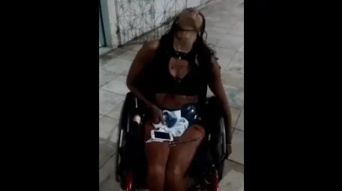 【閲覧注意】 車いすの女性が刺されて苦しそうなところを冷徹に撮影される。