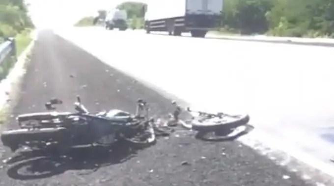 【閲覧注意】 バイク事故の男性、肉の塊。