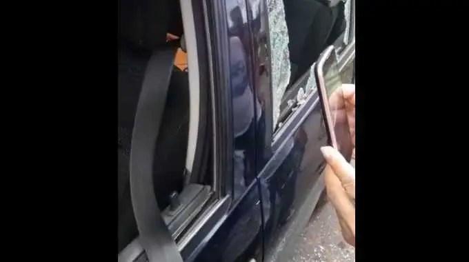 【閲覧注意】 ギャングに襲撃された男性が車内で息絶えている。