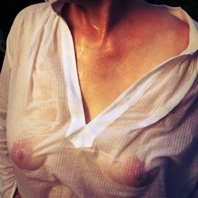 ノーブラで薄い服を着た女性を濡らしたらこんなスケベなボディが現れる。