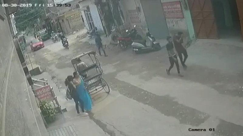インド人ナイスコンビネーション! 強盗は住民にボコボコにされる。
