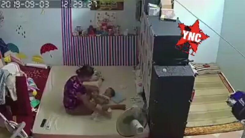 中国人の暴力の連鎖だね。 ベビーシッターが子供を殴り子供の親に殴られる動画がコチラ。