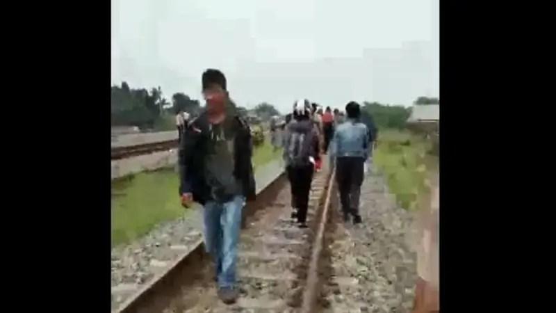 【閲覧注意】 電車に轢かれたらこんな悲惨な状態になるんだ。