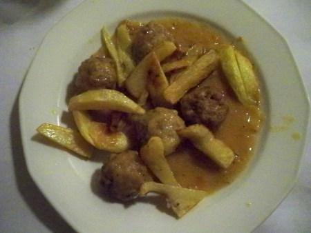 Albondigas y patatas fritas