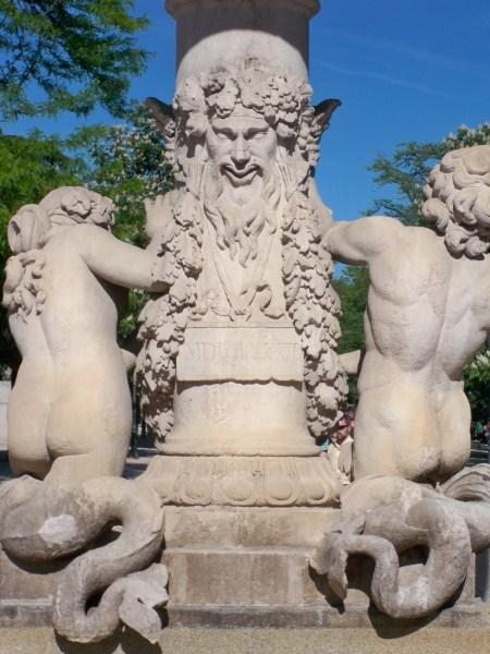 El Retiro statue