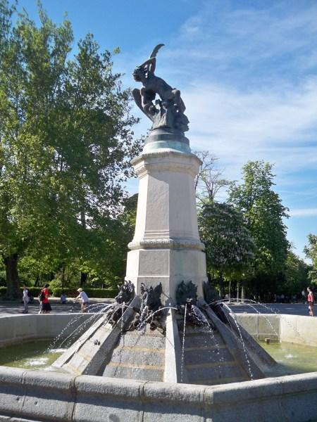 Statue of the fallen angel