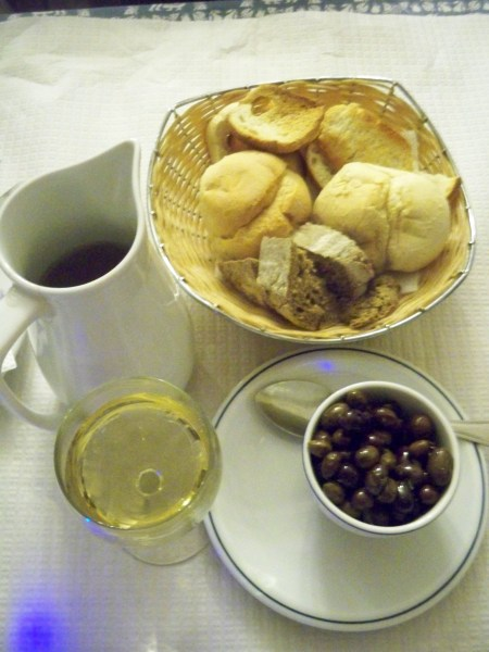 Bread, olives and Vinho Verde