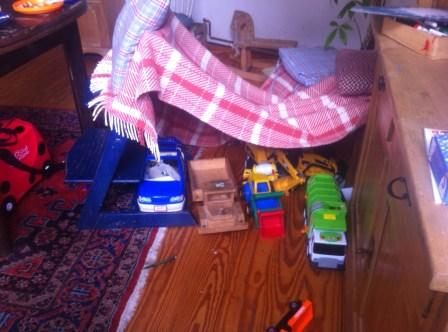 Chaos im Haushalt, Höhlebauen, Aufräumen