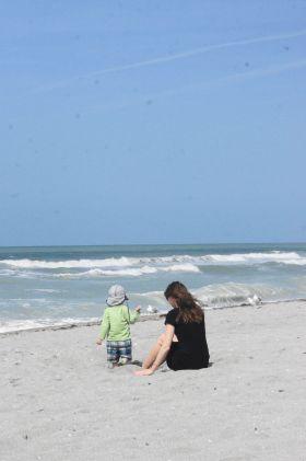 Aufs Wasser starren und im Sand spielen - gerne! Ins Wasser kriegt man mich eher selten.