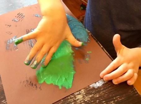 Malen mit Fingerfarben