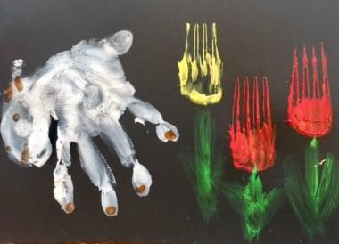 Schafe und Tulpen mit Fingerfarben malen