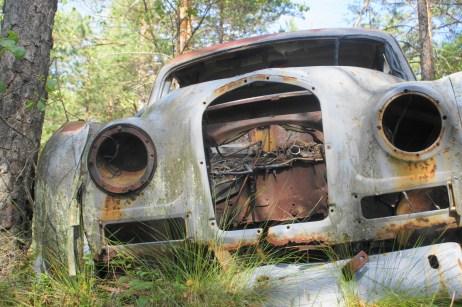 Der Autofriedhof Kyrkö Mosse in Smaland ist eine Touristenattraktion der anderen Art.