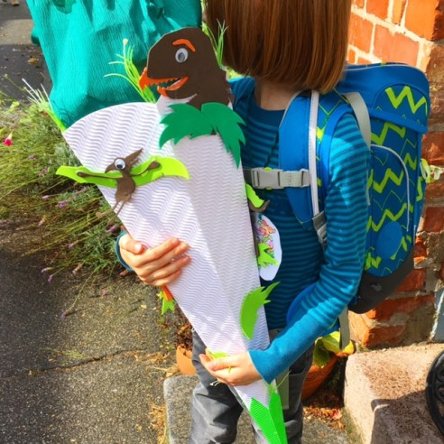 Weiso wir die Einschulung ohne Brimborium und große Einschulungsfeier gestalateten und unsere Schultüte auch eher spartanisch gefüllt war - und wir trotzdem einen gemütlichen Tag ganz im Sinne des kindes hatten.
