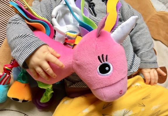 Babyspielzeug von Lamaze im Test - Werbung und Verlosung - dieses Spielzeug für Babys regt die Sinne an