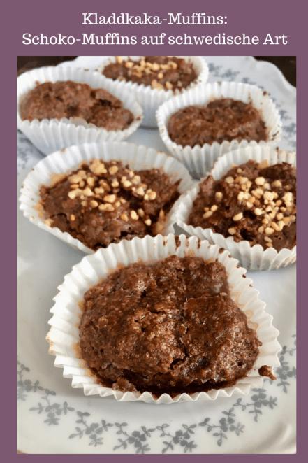 Schokomuffins: Der schwedische Kladdkaka als Muffin - ein Kuchen Klassiker aus Schweden #schokokuchen #muffin #backen mal für Kinder gebacken