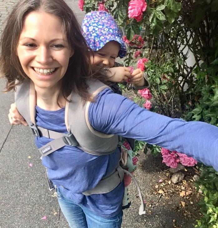 Erfahrungsbericht babytrage one von Babybjörn Langzeittest und Baby auf dem Rücken tragen