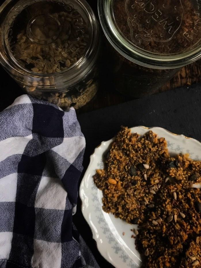 Knäckebrot mit Körnern ein schnelles Rezept