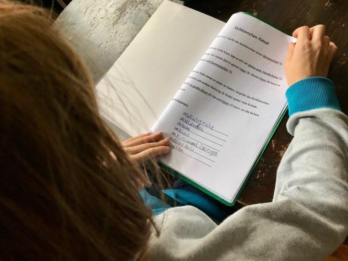Tipps wie Hausaufgaben und Schularbeiten ohne Stress klappen und Kinder besser lernen
