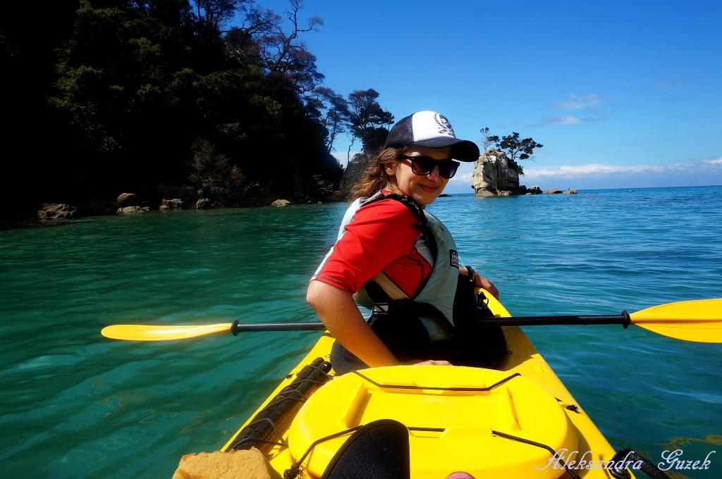 Latem na kajakach nie potrzeba butów :-) Abel Tasman National Park, wyspa N