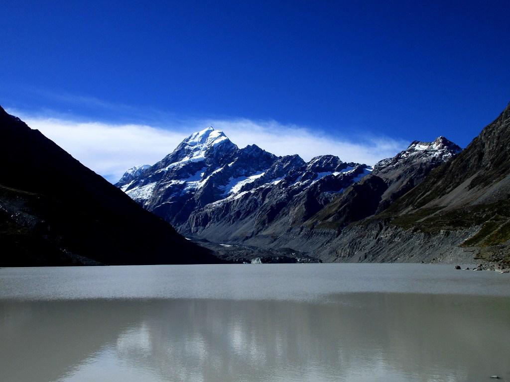 Na końcu szlaku taki mamy oto widok. Mount Cook na wyciągnięcie ręki, no prawie :)