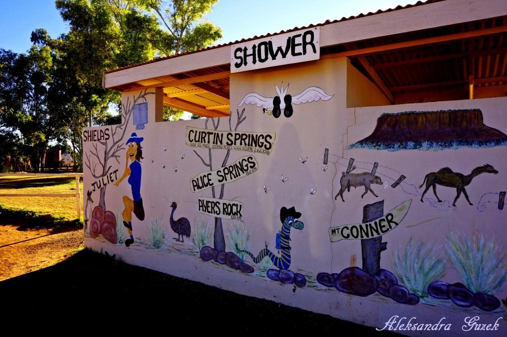 Prysznice w Curtin Springs :)