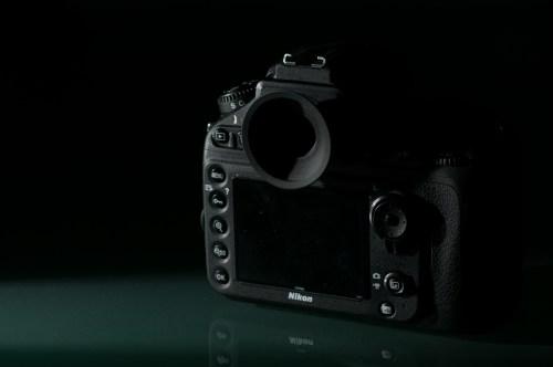 四角いD300の接眼目当てを丸いアイピースに改造