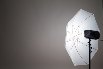 ライティングのヒント・アクセサリー別の光源・スピードライトストロボ(斜め45度)