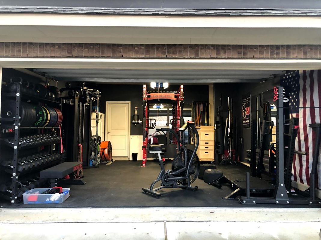 Thanksgiving garage gym guy