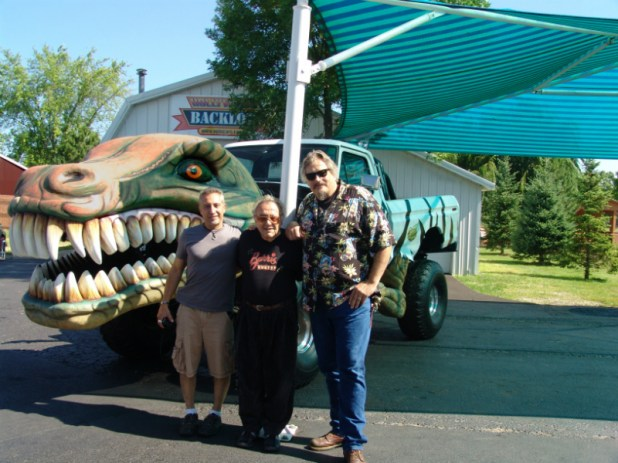 Bendi, Barris and Big Nick. Old show trucks never die!