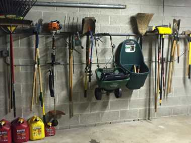 shed-yard-tool-organization
