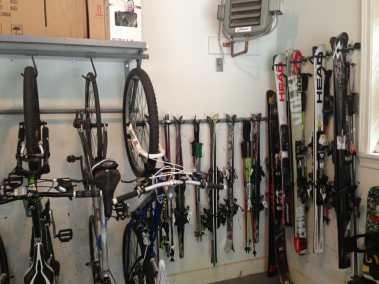 ski-organization-hanging-garage