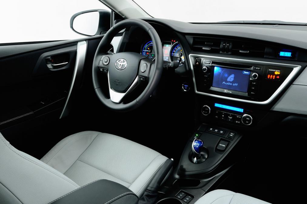 Toyota Auris Hybrid İlk Sürüş