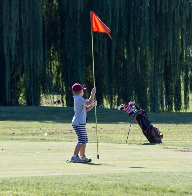 Boy_pulls_on_flag_-_East_Potomac_Golf_Course_-_2013-08-25