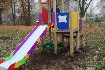 Kolorowy sprzęt jest już na placu zabaw w Garbiczu