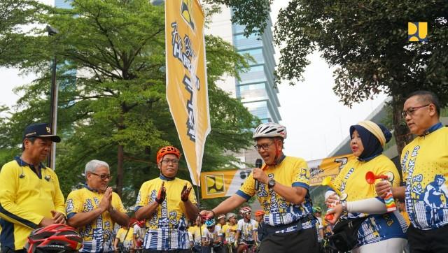 Peringati Hari Bakti PU Ke-73, Kemen PUPR Gelar Sepeda Santai