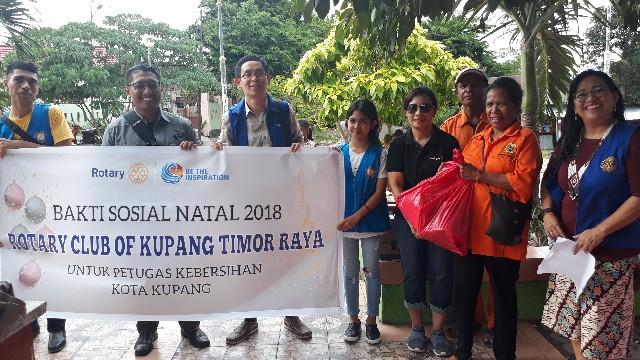 Parsel Natal bagi 50 Pasukan Kuning Kota Kupang dari Rotary Club KTR