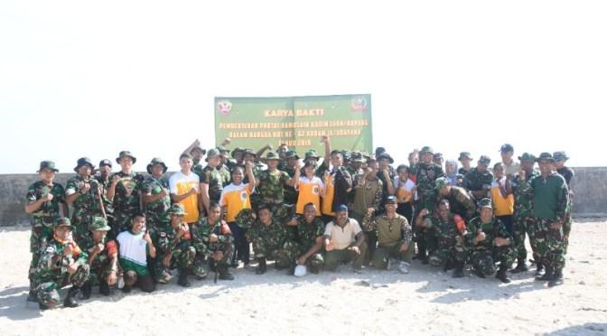 Karya Bakti Kodim 1604/Kupang di Pantai Namosain Jelang HUT Kodam IX Udayana