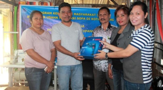 Politeknik Negeri Kupang Bantu & Edukasi Kelompok Usaha Reparasi Sofa