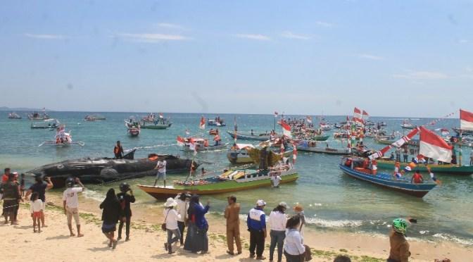 Perdana di Kota Kupang! 100 Perahu Kayu Partisipasi dalam Lomba Perahu Hias