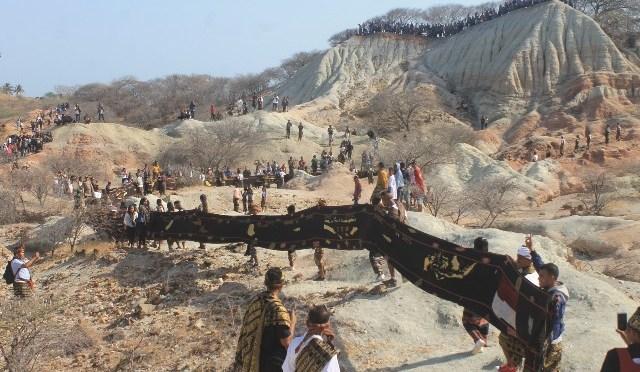 Kain Tenun Tradisional Terpanjang di Dunia Ada di Sabu Raijua